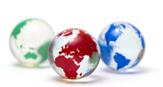 globes de verre multicolores PopulationMondiale.com